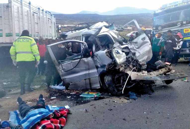 Carretera Oruro-Potosí: 8 de 12 jugadores de un equipo de fútbol mueren en accidente