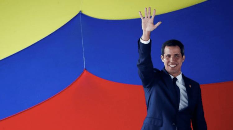 "Juan Guaidó durante la ""sesión de calle"" de la Asamblea Nacional (Reuters)"