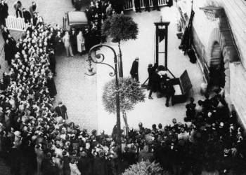 Última ejecución con guillotina en París en 1939.