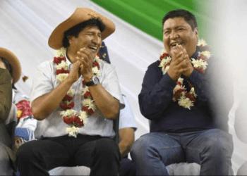 El ex presidente Evo Morales junto al ejecutivo José Quecaña en un acto en Yacuiba