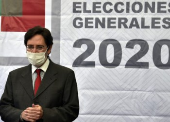 The President of the Supreme Electoral Tribunal (TSE) of Bolivia, Salvador Romero, wears a face mask before offering a press conference to announce that the general election that was delayed over the coronavirus pandemic will take place on September 6 following an agreement with political parties, in La Paz on June 2, 2020. - The election -- called after the annulment of a controversial poll in October -- was originally due to take place on May 3 but was postponed indefinitely in March with Bolivia in virus lockdown. (Photo by Aizar RALDES / AFP)