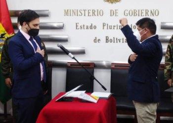 La posesión de Mamani a cargo del ministro de Gobierno, Carlos Del Castillo del Carpio