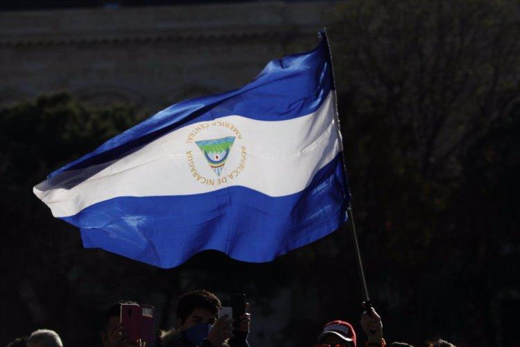 Bandera de Nicaragua en una manifestación contra el Gobierno de Daniel Ortega. POLITICA  JESUS HELLIN / ZUMA PRESS / CONTACTOPHOTO