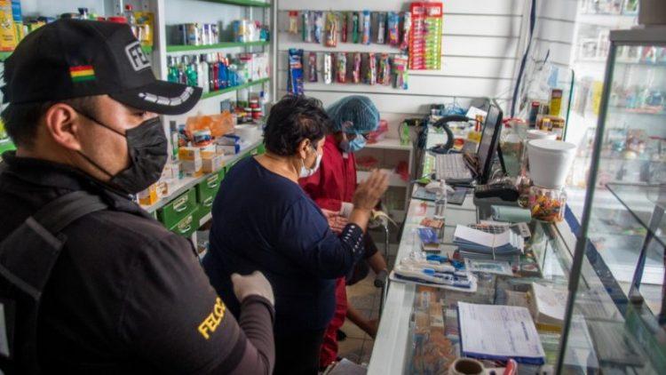 Autoridades del SEDES realiza operativos de control en farmacias.