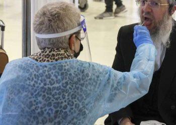 Israel pasó de tener 10 mil contagiados a 12 por día. Foto : AFP