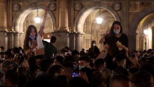 SALAMANCA, 09/05/2021.- Imagen de la Plaza Mayor de Salamanca tras el fin del estado de alarma. EFE/J.M.GARCIA.