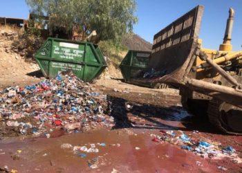 Destrucción de bebidas alcohólicas decomisadas por contrabando, en EMSA. MIGUEL ROJAS