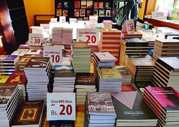 Oferta de libros y revistas en la Librería Plural Editores, en La Paz. Crédito: Librería Plural Editores