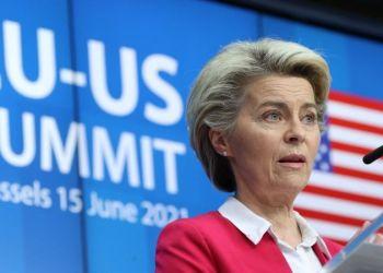 La presidenta de la Comisión de la Unión Europea, Ursula von der Leyen, este martes en conferencia de prensa en Bruselas. / Foto: AFP.