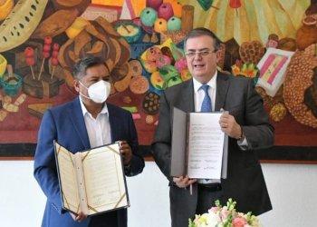 Los ministros de Relaciones Exteriores, Rogelio Mayta (Bolivia) y Marcelo Ebrad (México).