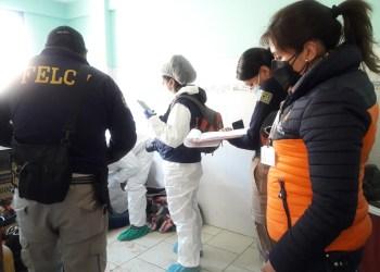 Personal de la Fiscalía durante la investigación del crimen, ayer. Foto: Fiscalía.