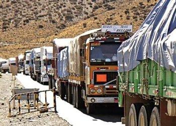 800 camioneros en los puntos fronterizos de Tambo Quemado y Pisiga y una consiguiente pérdida de medio millón de dólares.