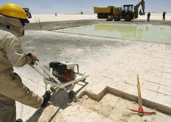 Labores de explotación de litio en el salar de Uyuni. | AFP