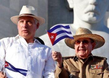 Miguel Días-Canel y Raul Castro