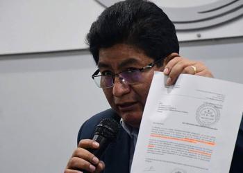 El ministro de Obras Públicas, Édgar Montaño, informa ayer de la venta de Joca a Urbes de España.