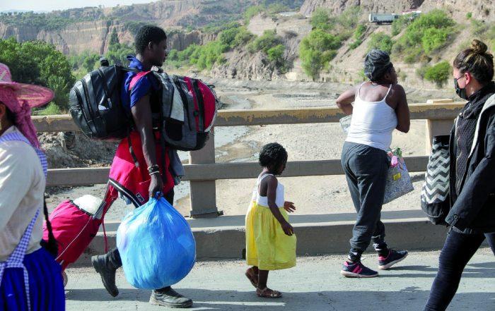 Haitianos en territorio nacional. Normalmente vienen a Bolivia de paso a otro país. Foto: APG.