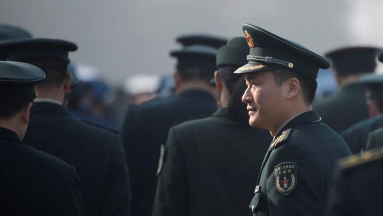 Un delegado militar de la Fuerza de Misiles del Ejército Popular de Liberación de China en Pekín, el 4 de marzo de 2019. REUTERS