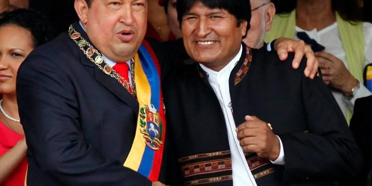 En la imagen, Hugo Chávez y Evo Morales durante un acto en Caracas (EFE)