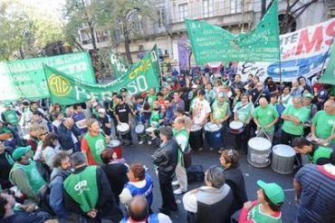 GREMIALES: Los gremios retoman mañana los paros en Buenos Aires