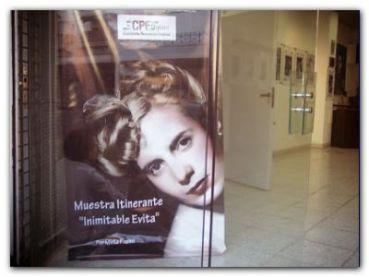 """MUESTRA: Presentaron la muestra """"Inimitable Evita"""" en el Concejo de San Martín"""