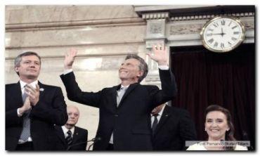 """ASUNCIÓN: Macri juró y se comprometió a trabajar """"incansablemente"""" para que los argentinos vivan mejor"""