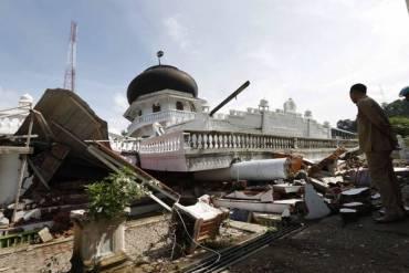 Un centenar de muertos en terremoto de Aceh