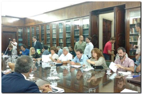 EDUCACIÓN: El Gobierno convocó a docentes para discutir paritarias