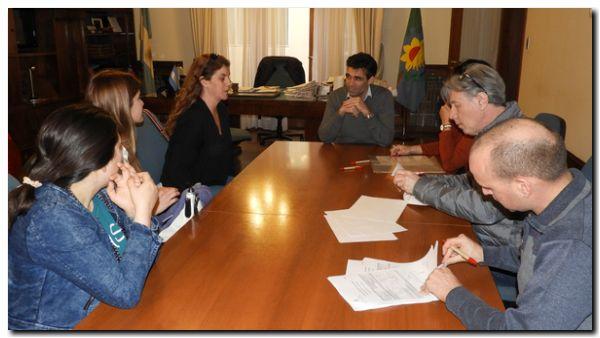 NECOCHEA: El Intendente firmó nuevos convenios y más vecinos se insertan laboralmente