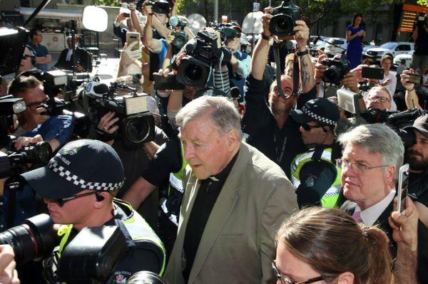 PEDERASTIA: El cardenal australiano Pell queda detenido