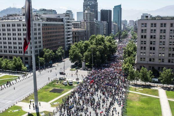 Duro golpe a imagen de Chile tras cancelar APEC y COP25 por estallido social