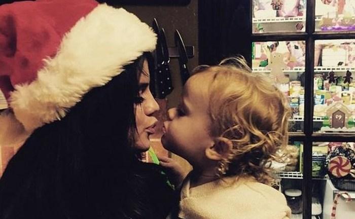 A Selena Gómez le ha invadido el espíritu navideño