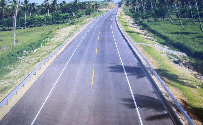 Danilo inaugura carretera  Uvero Alto-Miche