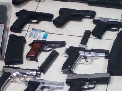 """Incautan armas de fuego en """"drinks"""" y colmadones de la capital y Santiago"""