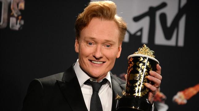 El popular O'Brien graba uno de sus programas de humor en Cuba