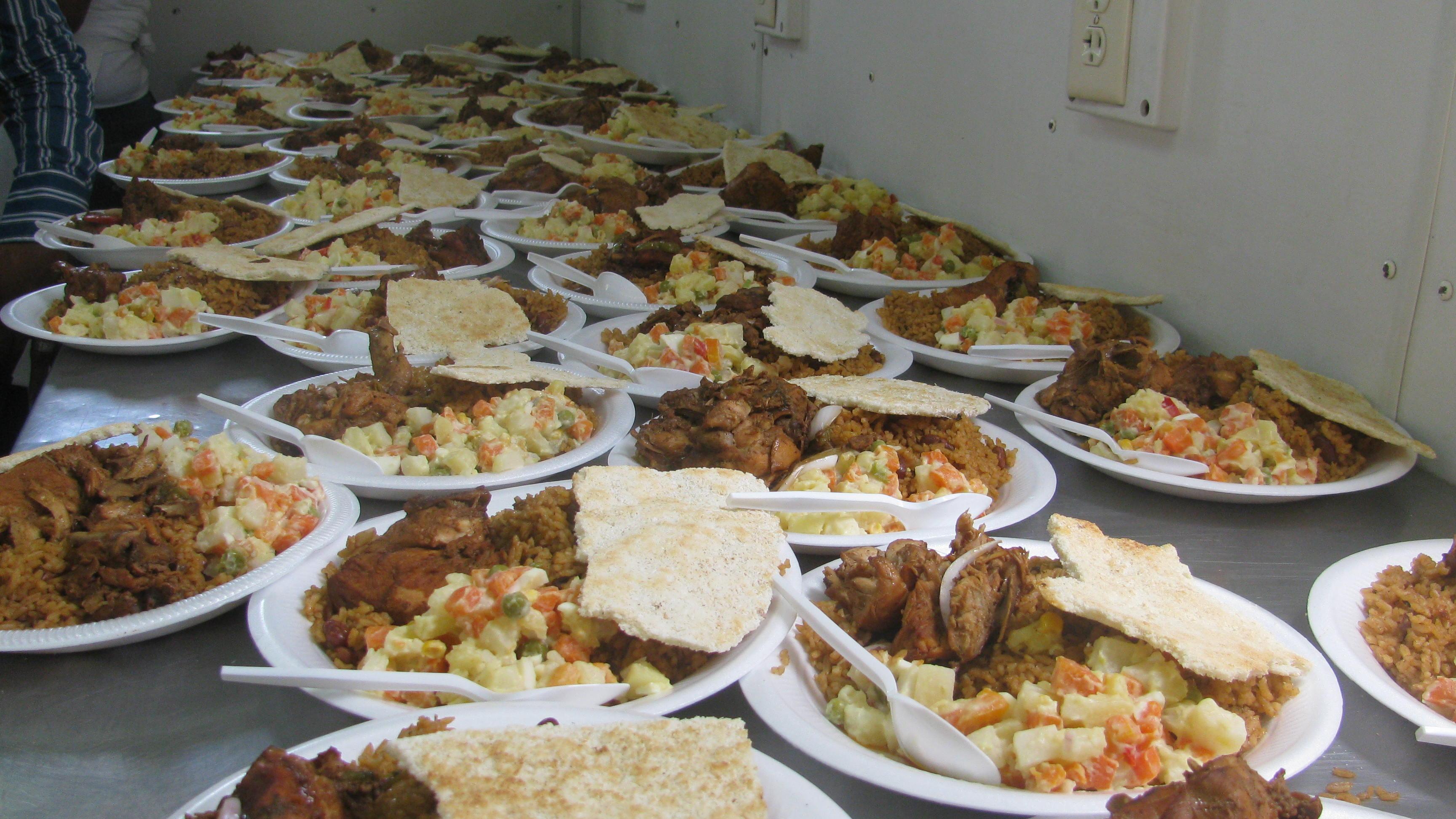 Comedores  suministra alimentos a familias afectadas por lluvias