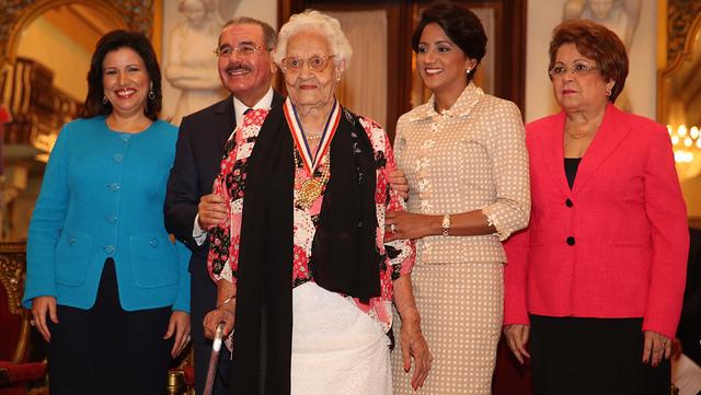 "Presidente Medina entrega la ""Medalla del Mérito"" a mujeres destacadas"