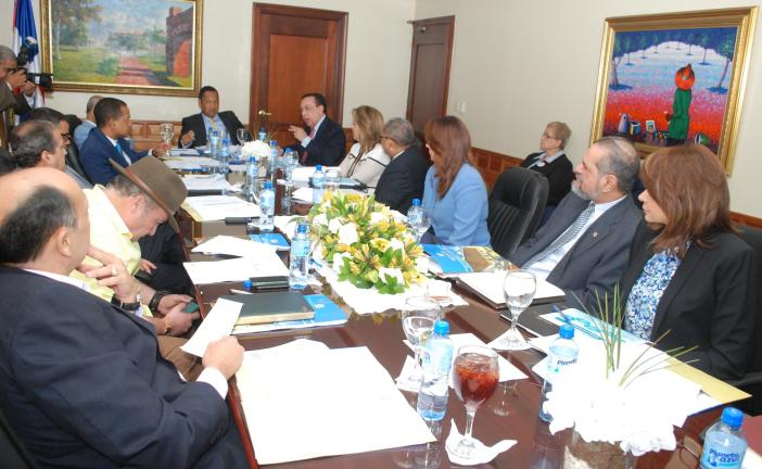 El Banco Central y el Ministerio de Hacienda, respaldan transformación  del BNV en BANDEX