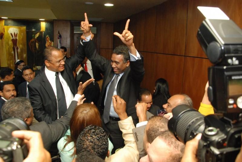 Le cancelan la visa norteamericana a senador Félix Bautista