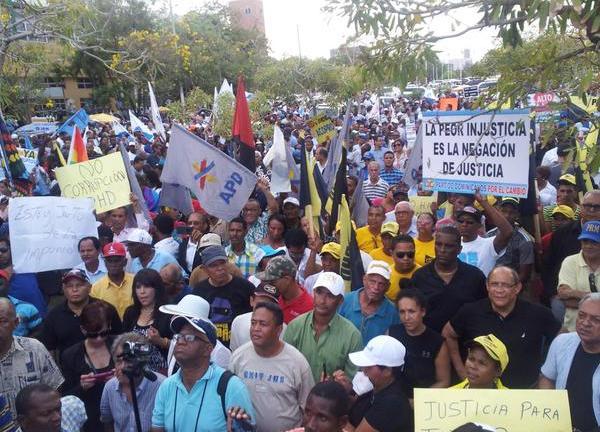 Multitud pide la renuncia de los jueces de la SCJ