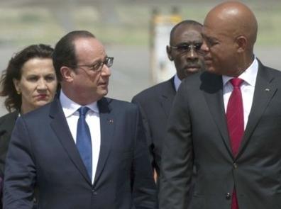 Hollande arriba a Haití ; discutirá con Martelly la deuda de Haití con Francia