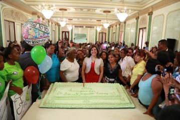 Beneficiaria de Progresando festejan cumpleaños de Margarita