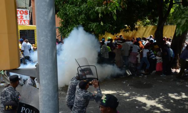 Varios heridos durante disturbios con migrantes haitianos en la Leopoldo Navarro