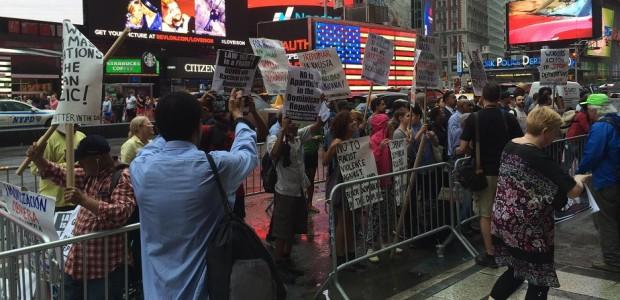 Cientos de personas protestan en Nueva York contra las deportaciones masivas