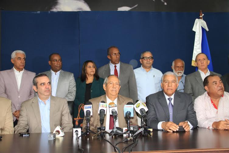 """PRM advierte que el Gobierno se endeuda """"a niveles insospechados"""". Sugiere evitar la situación de Grecia o Puerto Rico"""