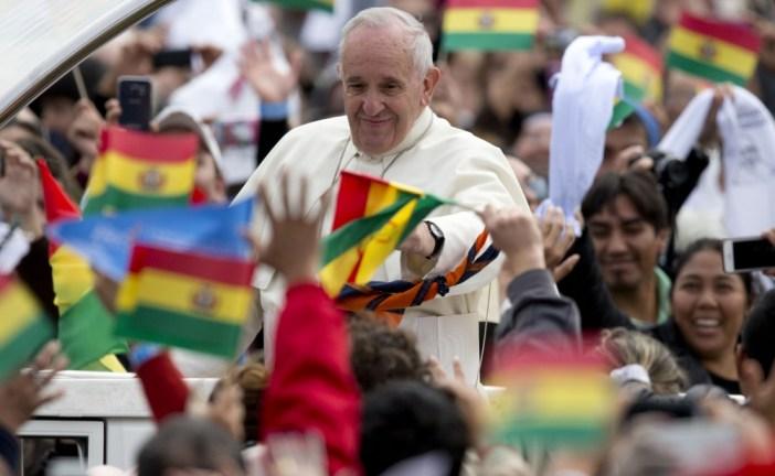 Francisco encabeza una multitudinaria misa en Bolivia
