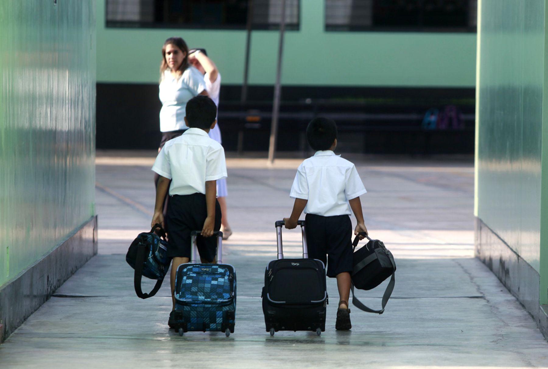 Educación suspende clases en provincias serían afectadas por tormenta tropical Érika