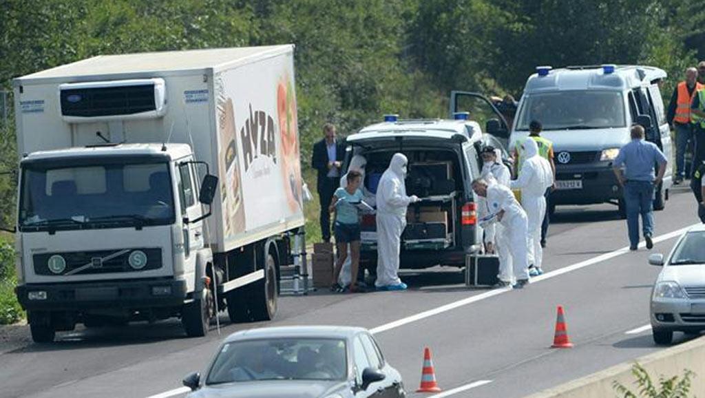Descubren 20 cadáveres de inmigrantes en un camión refrigerado en Austria