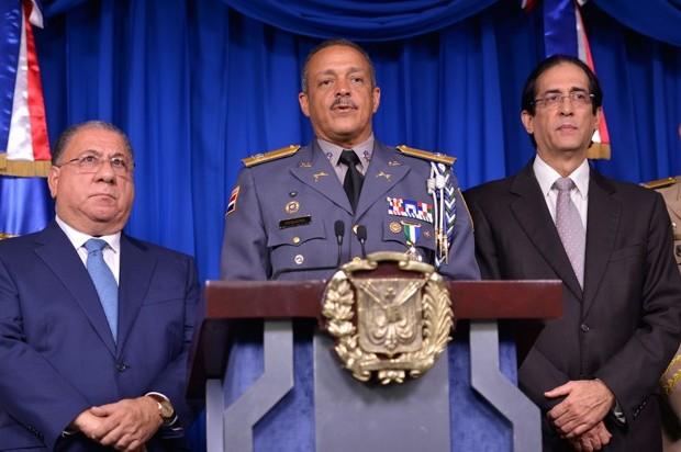 …Mientras el Jefe PN acusa a coronel de cobrar salarios de varios policías