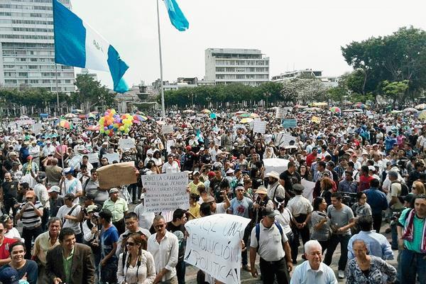 Guatelmala celebra la renuncia de Otto Pérez Molina