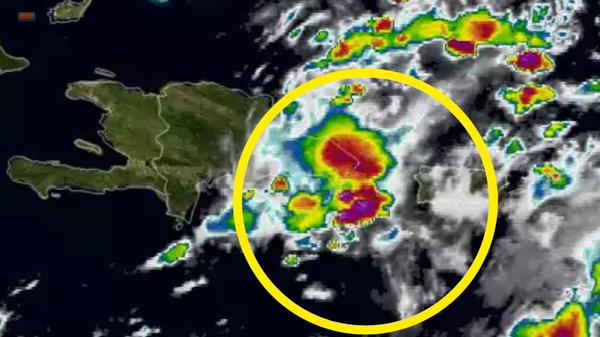 Aguaceros y tormentas eléctricas por efectos de onda tropical